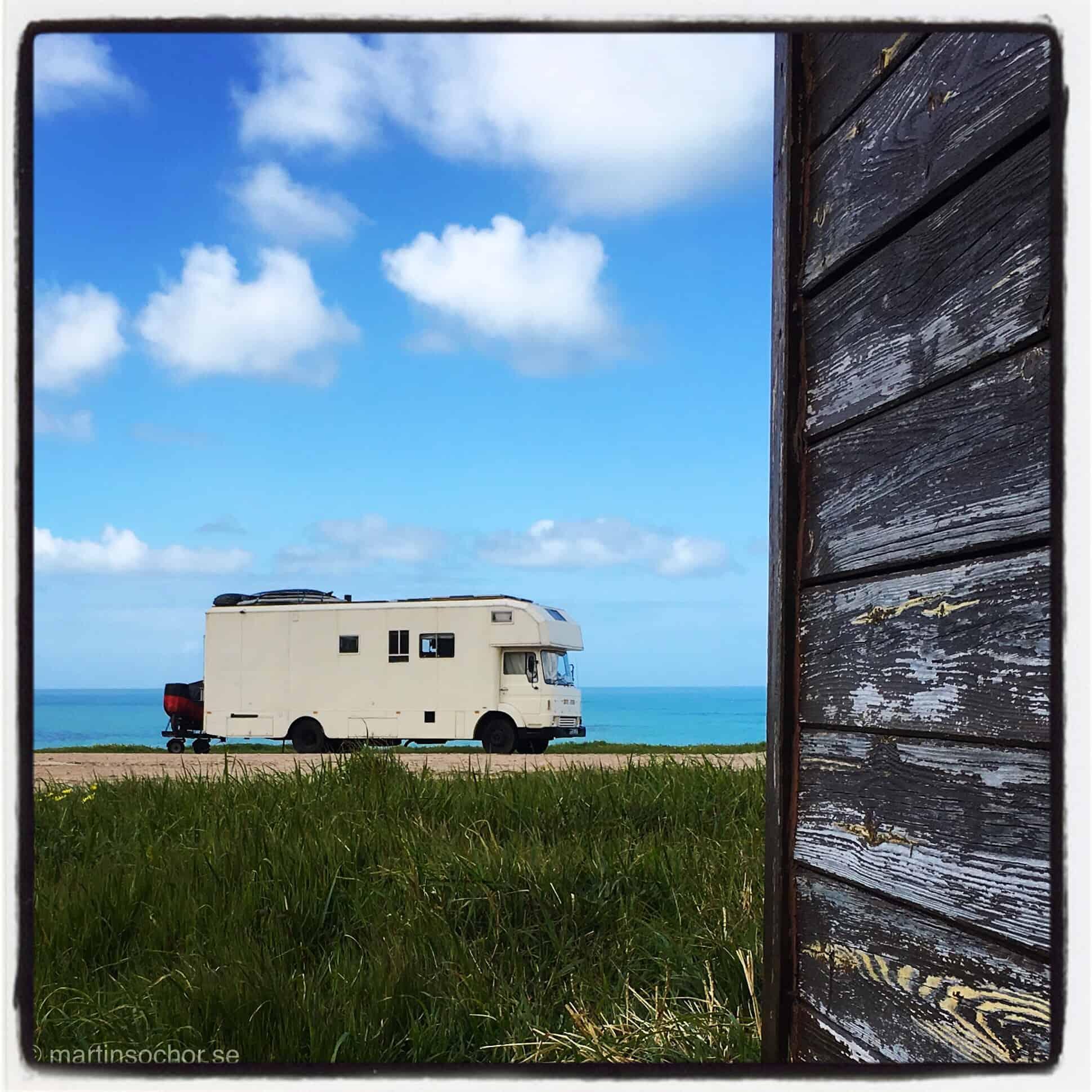 Husbil mot Atlantens horisont. Foto taget i O Rosal, Portugal utmed Camino Potugues.